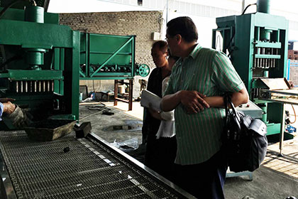 Philippines Customer Inspect Shisha Charcoal Press Machine